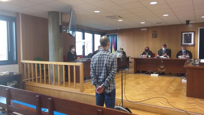 Un vigués acusado de un delito de lesiones, ante el tribunal de la sección quinta de la Audiencia Provincial de Pontevedra, en Vigo, que lo ha condenado a dos años de cárcel y a indemnizar a la víctima en 21.000 euros.