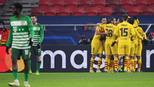 Los jugadores del Barcelona celebran un gol ante el Ferencvaros
