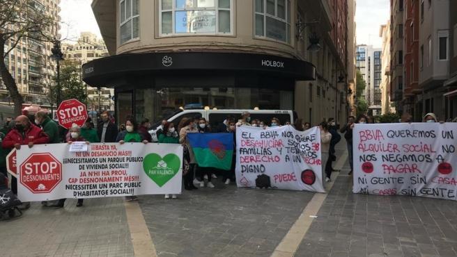 Concentració a València per a paralitzar un desnonament a la Pobla de Vallbona