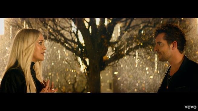David Bisbal y Carrie Underwood en 'Tears of Gold'.