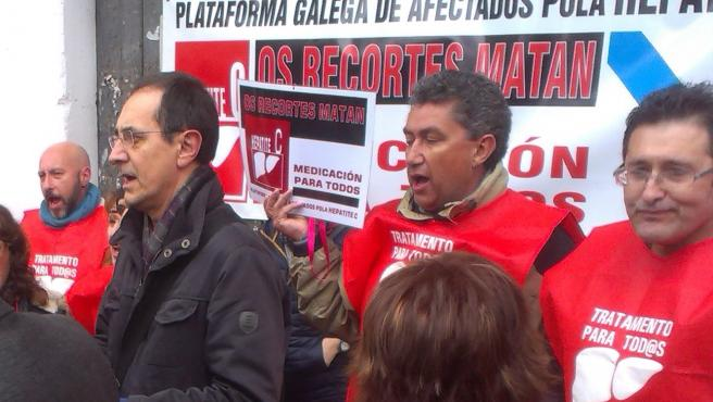 Enfermos de hepatitis C protestan ante el Parlamento 25/2/201