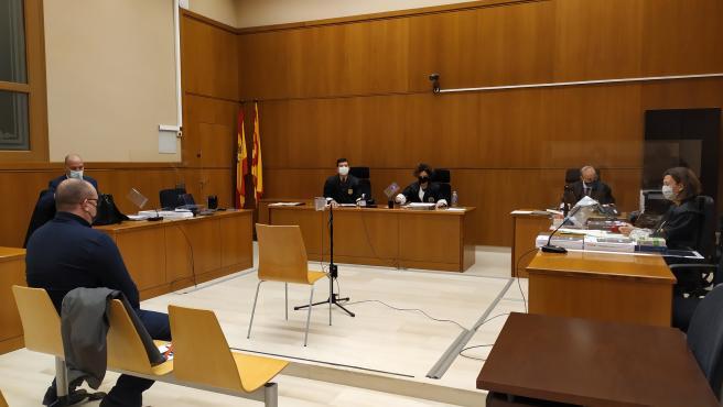 La Sección 21 de la Audiencia de Barcelona juzga a un taxista por presuntos desórdenes y atentado a agentes en la huelga del sector contra la regulación de los VTC en 2018. Barcelona el 3 de diciembre de 2020.