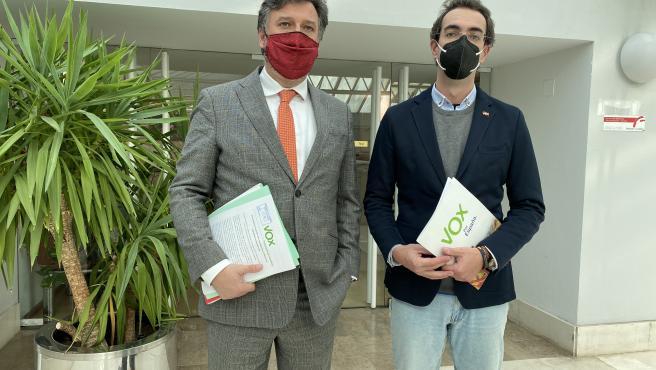 Los diputados de Vox en el Parlamento de Cantabria, Cristóbal Palacio y Armando Blanco