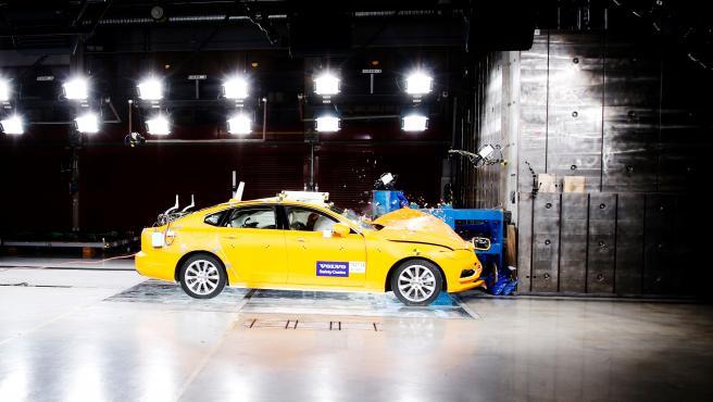 Volvo S90 Crash Test.