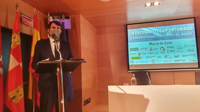 El consejero de Fomento y Medio Ambiente, Juan Carlos Suárez-Quiñones, en la inauguración del II Congreso Económico El Bierzo.