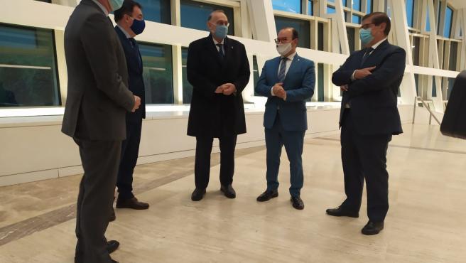 El presidente gallego, Alberto Núñez Feijóo, y el conselleiro de Educación, Román Rodríguez, con los rectores de UVigo, USC y UDC