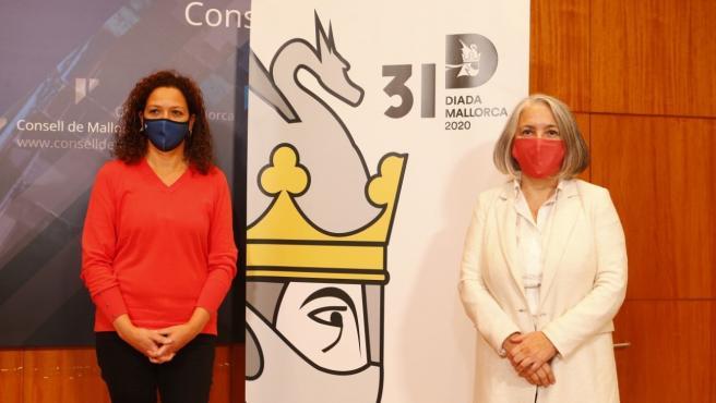 La presidenta del Consell de Mallorca, Catalina Cladera, y la consellera de Presidencia, Teresa Suárez.
