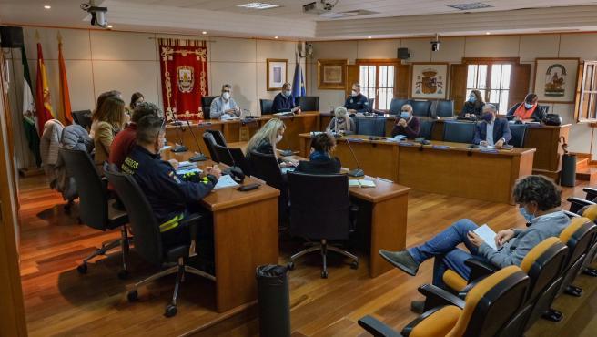 Ayuntamiento de Benalmádena actuará en el complejo Los Tres Pintores y en buscar solución a sus moradores