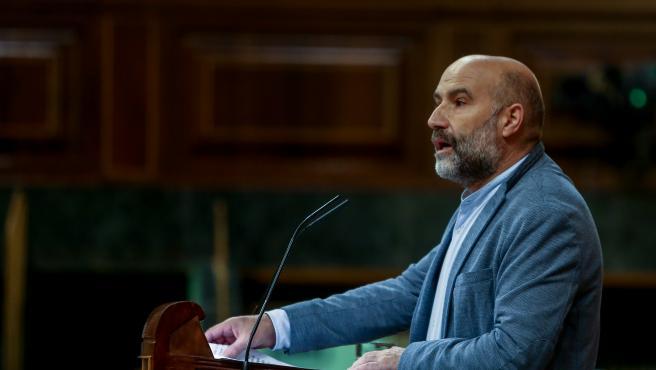 El portavoz del BNG en el Congreso, Néstor Rego, interviene durante una sesión plenaria en la Cámara Baja, en Madrid (España), a 30 de noviembre de 2020. El Pleno afronta desde hoy la fase final del debate del proyecto de Presupuestos G