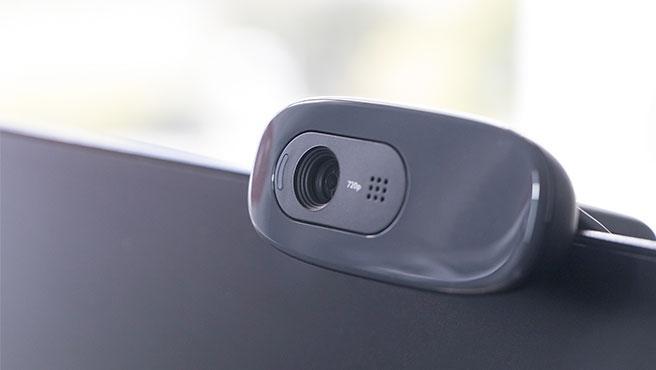 Adapta una webcam a la televisión y podrás hacer videollamadas con Fire TV Cube de Amazon.