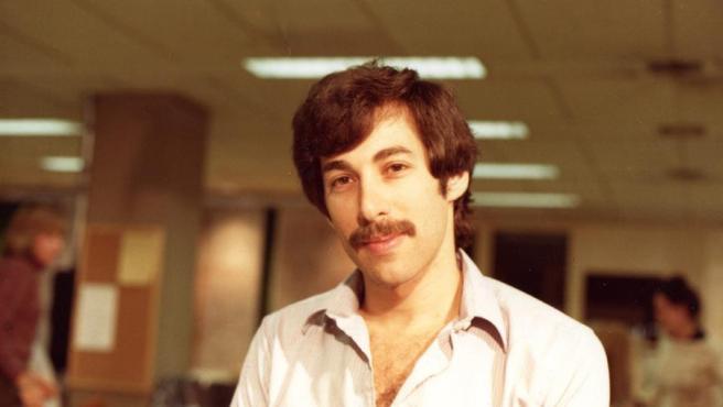 Fotografía personal cedida donde aparece el periodista Alan Weiss en 1980