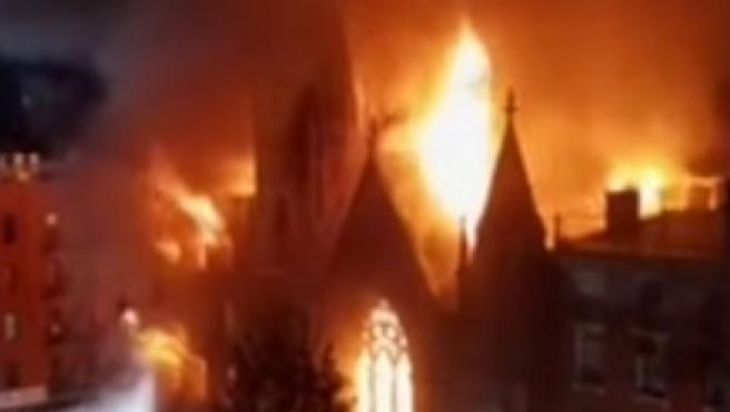 Incendio en una iglesia en Nueva York.