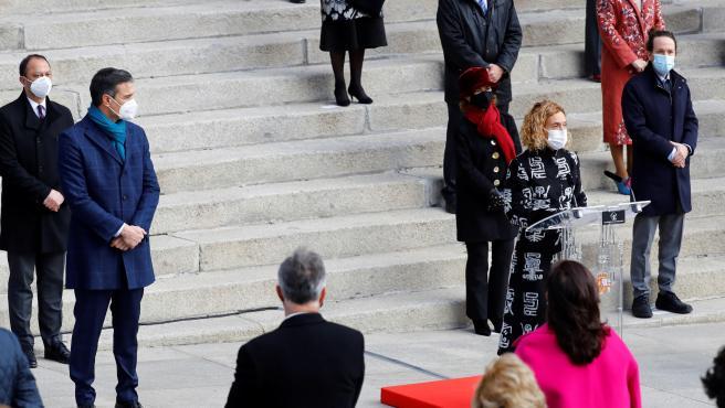 La presidenta del Congreso, Meritxell Batet, flanquedada por el presidente y el vicepresidente segundo del Gobierno.