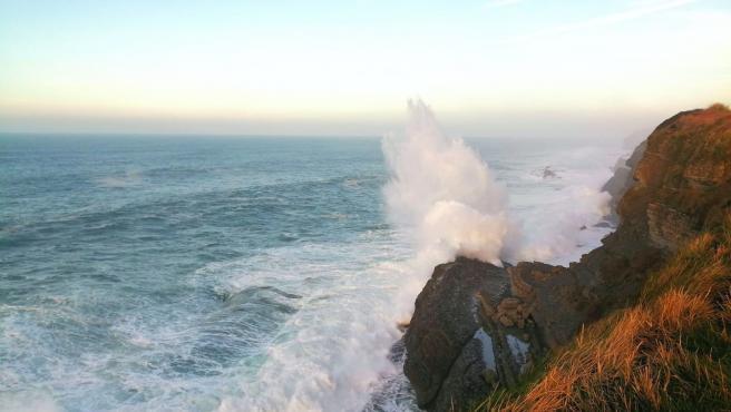 Cantabria está mañana en alerta roja por fenómenos costeros y naranja por vientos
