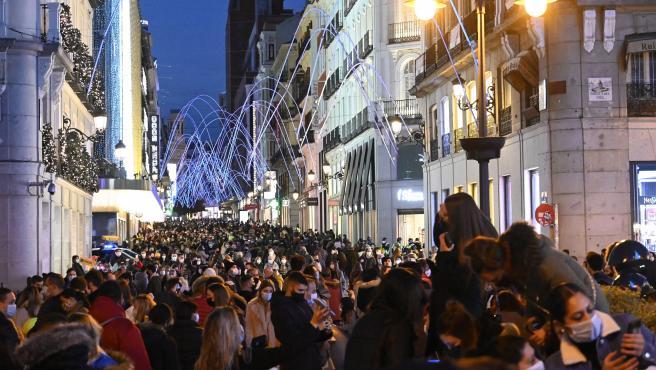 Vista general de la madrileña calle de Preciados desde la Puerta del Sol