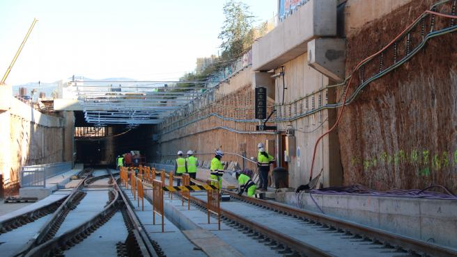 El túnel que da acceso a la nueva estación de La Sagrera de Barcelona por donde pasarán los trenes de la R1 de Rodalies.