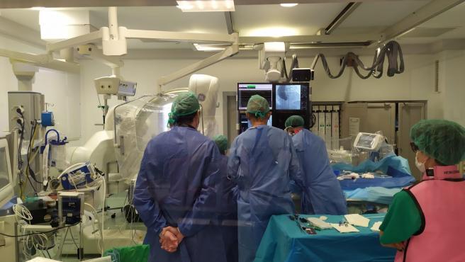 La primera intervención realizada en el Hospital San Pedro se llevó a cabo el pasado 29 de junio y, desde entonces, han sido cinco las prótesis de válvula aórtica implantadas