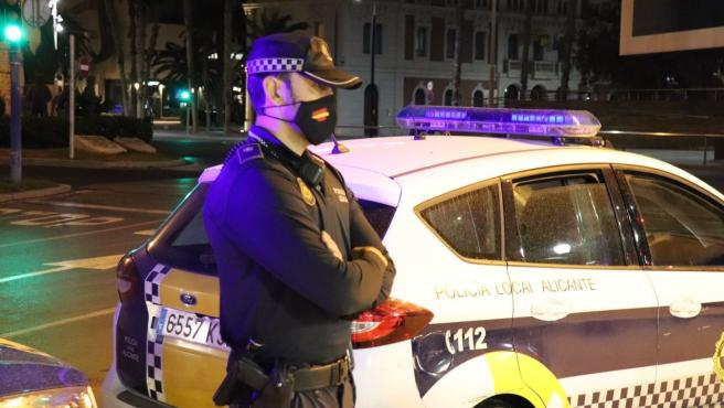 Un agente de la Policía Local de Alicante