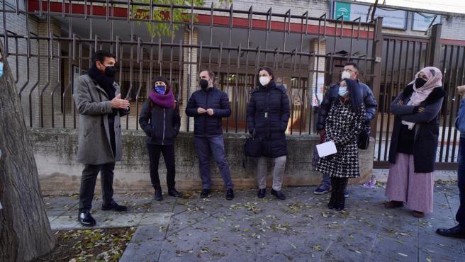 El PSOE pide resolver el problema de los comedores ante el colegio Los Cármenes
