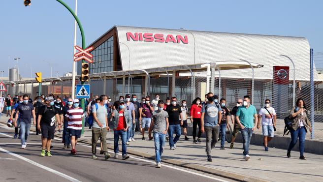 Trabajadores de Nissan caminan por los alrededores de la planta de la Zona Franca, en un acto de protesta el 28 de mayo de 2020.