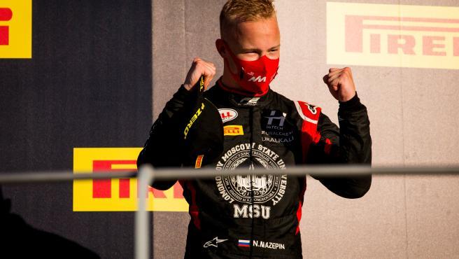 Nikita Mazepin, en un podio de F2