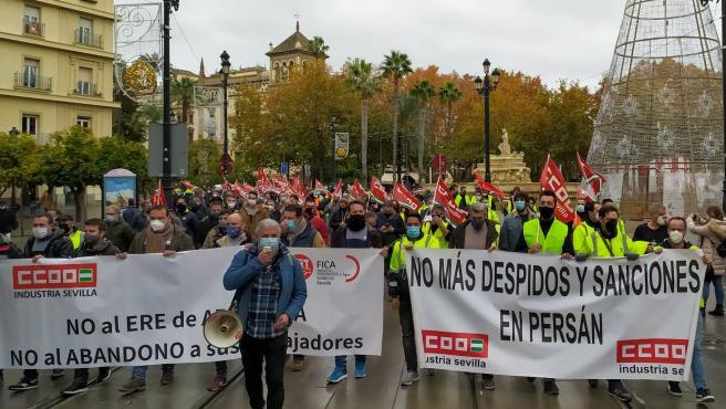 Protesta de las plantillas de Aerrnova y Persán