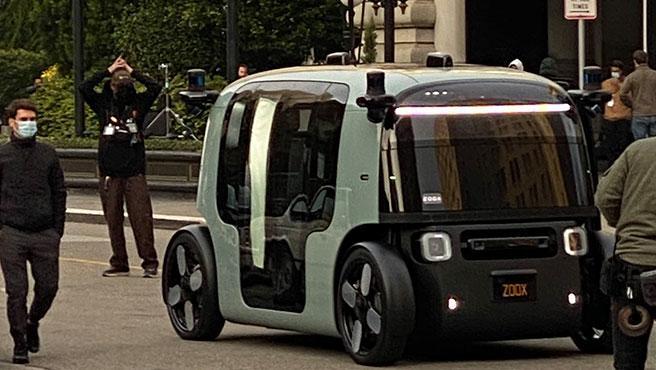 Se han filtrado imágenes del taxi robotizado de Zoox, que se estaba utilizando para un rodaje en San Francisco.