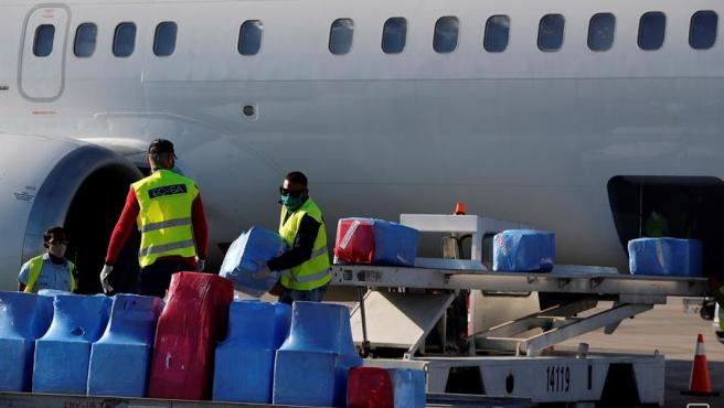 Material sanitario para la lucha contra la COVID-19 enviado a Cuba desde Estados Unidos, a su llegada al aeropuerto internacional José Martí de La Habana.