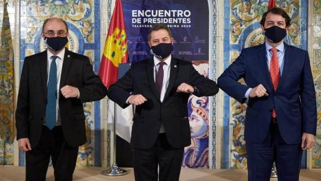 El presidente de Castilla-La Mancha, Emiliano García-Page junto con los presidentes de Aragón, Javier Lambán y de Castilla y León, Alfonso Fernández Mañueco.