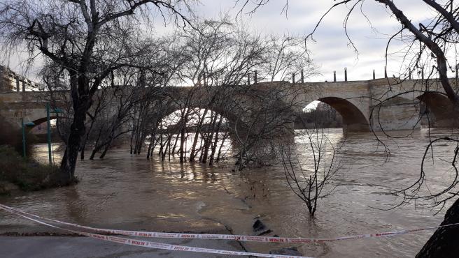 La CHE asegura que se espera una crecida 'relativamente importante' del Ebro a su paso por Zaragoza el lunes.