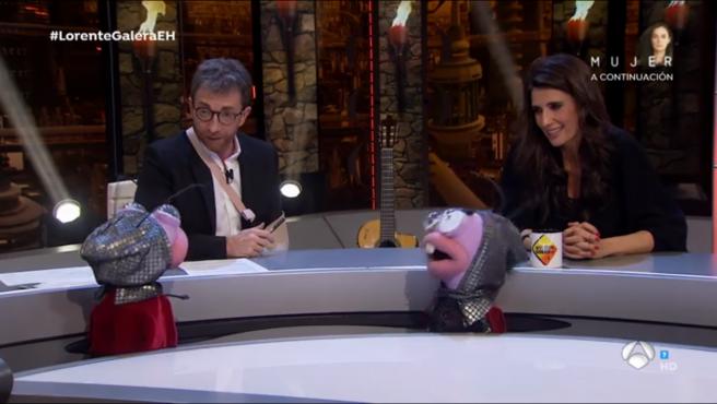 Pablo Motos con Elia Galera Barrancas y Trancas, en 'El hormiguero'.