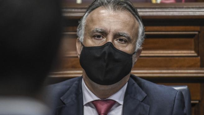 El presidente de Canarias, Ángel Víctor Torres, en sede parlamentaria