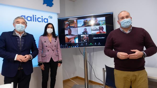 El senador del PP José Manuel Barreiro, la diputada del PP Paula Prado y el secretario xeral del PPdeG, Miguel Tellado
