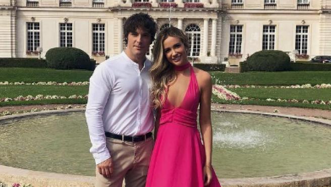 Josrdi Cruz junto a su novia, Rebecca Lima.