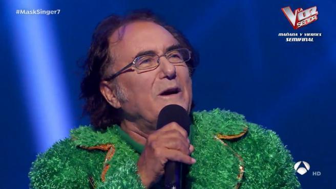 Detrás de los pétalos de girasol se encontraba Albano Carrisi.
