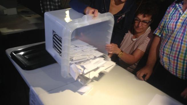 Una urna del 1-O (ARCHIVO).
