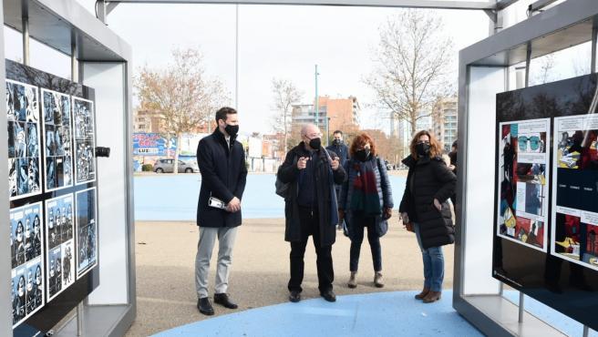 El consejero municipal de Participación Ciudadana, Javier Rodrigo, inaugura la muestra de cómic '¿Pintas o dibujas?' en el recinto de la Expo