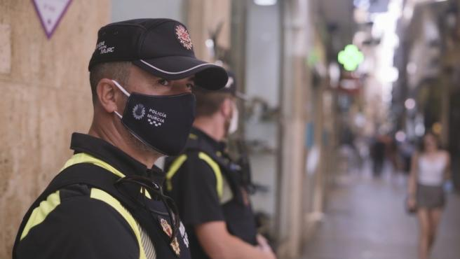 La Policía Local de Murcia denuncia este fin de semana a más de 500 personas por no usar mascarilla