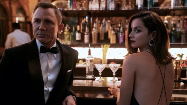 Daniel Craig y Ana de Armas en 'Sin tiempo para morir'