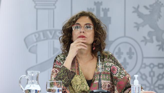 La ministra portavoz y de Hacienda, María Jesús Montero, comparece en rueda de prensa posterior al Consejo de Ministros en Moncloa, Madrid (España), a 22 de diciembre de 2020. El Consejo de Ministros ha aprobado este martes el decreto de