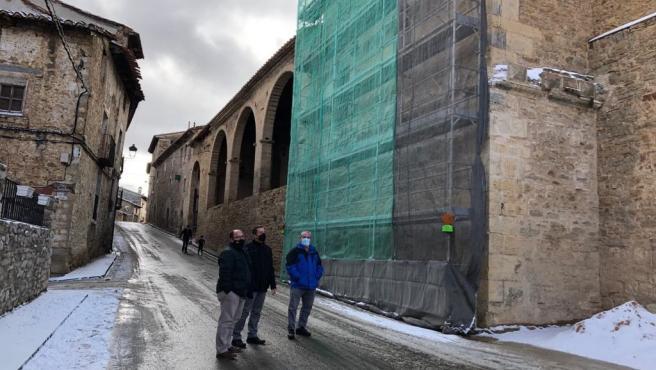 El vicepresidente de la DPT, Alberto Izquierdo, ha visitado la iglesia de Villarroya de los Pinares donde se han ejecutado trabajos de restauración