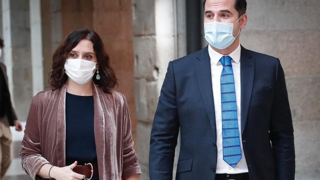 Isabel Díaz Ayuso e Ignacio Aguado, fotografiados tras el último Consejo de Gobierno ordinario de 2020.