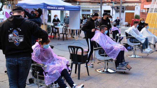 Barberos solidarios en Almuñécar