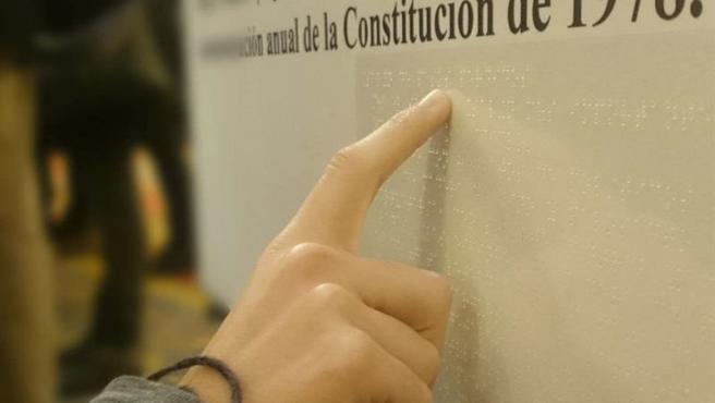 Constitución Española en Braille.