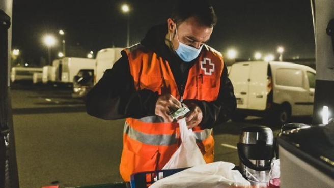 Foto de archivo de una intervención de la Unidad de Emergencia Social de Cruz Roja.