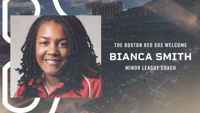 Bianca Smith, entrenadora de los Boston Red Sox.