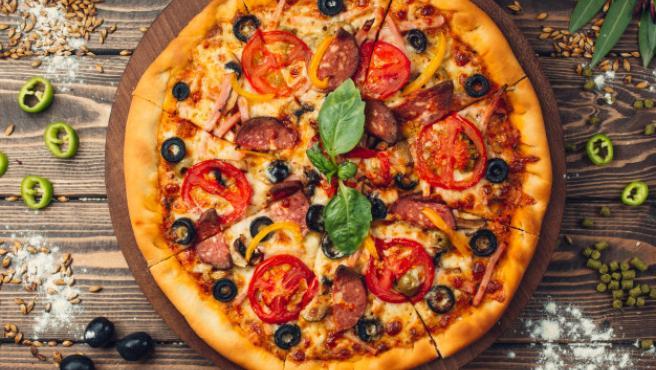 La pizza casera es un bocado al que pocos se resisten.