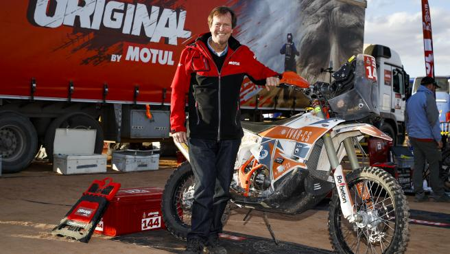 Hubert Auriol, en el vivac del Dakar en 2020