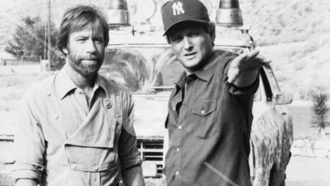 Chuck Norris junto a Steve Carver
