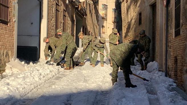 La UME y la Brigada Paracaidista del Ejército de Tierra trabajan desde esta noche en Toledo